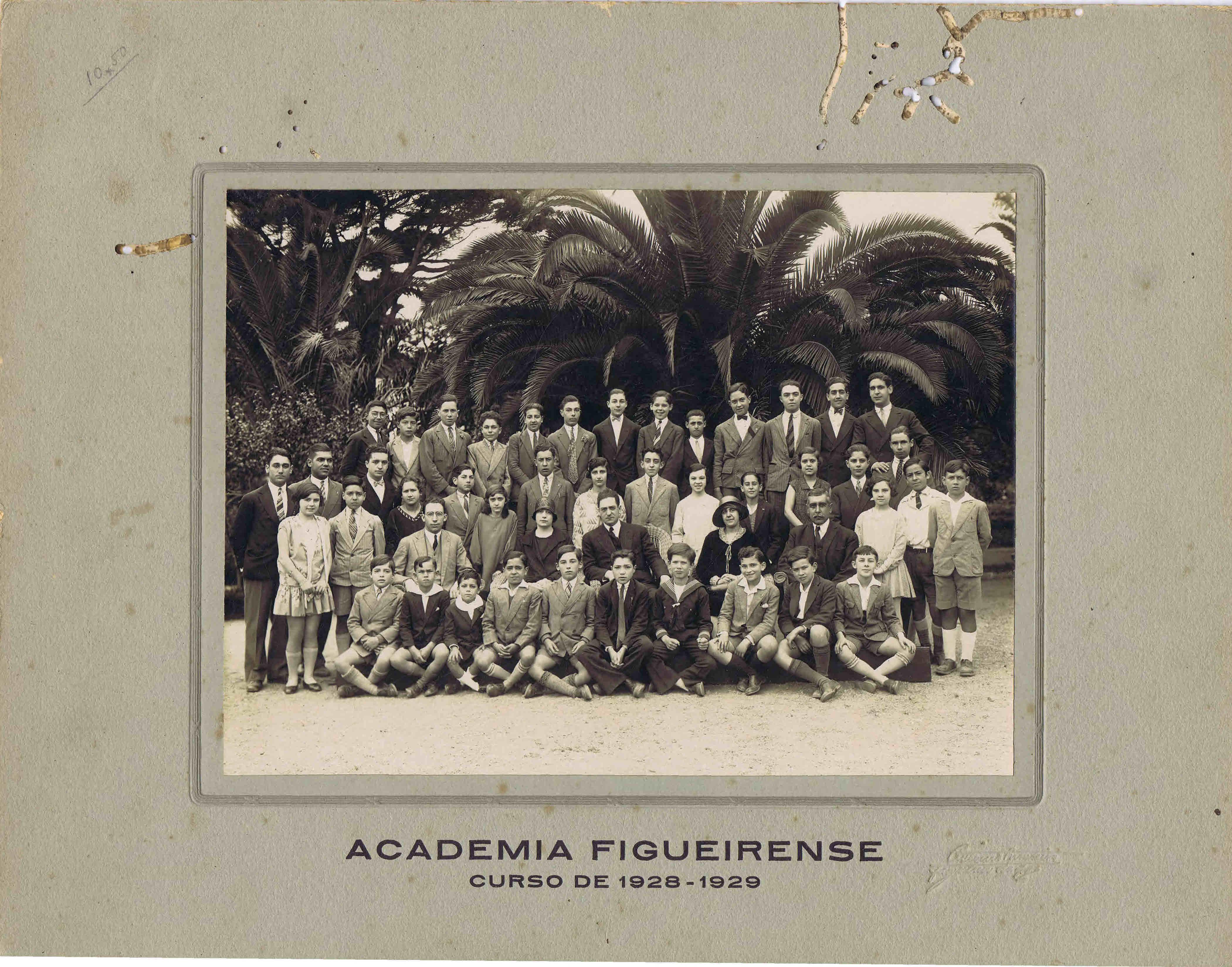 No Espólio Maurício Pinto   Judite Mendes de Abreu há um conjunto de  fotografias em grande formato respeitantes a aspectos da vida na Figueira  da Foz no ... 0c72d635f0338